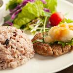 今日も、明日も、お腹いっぱい串食べよ~っと!ウキウキ気分♪♪ - 日替わりランチ(ハンバーグ)