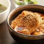 今日も、明日も、お腹いっぱい串食べよ~っと!ウキウキ気分♪♪ - 日替わりランチ(豚丼)