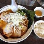 ハルピンラーメン - 料理写真:霜降りハルピンチャーシュー麺 ※小さいご飯はランチタイムサービス