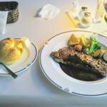 トレインレストラン日本食堂 - 料理写真:アンガス牛のサーロインステーキ!こんな料理を運行してる食堂車内で食べるとなると凄い贅沢です!その気分を味わいましょう!