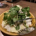 ラス ボカス - 白菜とヴァルデオンチーズのサラダ 〜クルミドレッシング〜 750円
