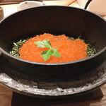 ろばたの魚炉米 - 30分かかる釜炊きイクラ飯