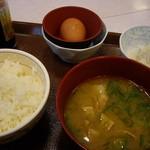 すき家 - 朝食の卵かけご飯(ミニ)豚汁付240円