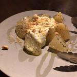 124575463 - 洋梨のソースにナッツも。