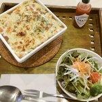 カフェ 花見 - とろけるチーズの焼きカレー サラダ付き 700円