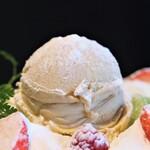 124584483 - ロイヤルミルクティのアイスクリーム