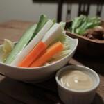 浅草ビール工房 - 野菜スティック 特製アンチョビソース(580円+税)ソース激うま。