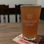 浅草ビール工房 - ビターを2/3パイント(750円+税)グラスもカンピオンエールのまんま。