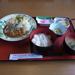 12460813 - 日替わり定食600円(チーズハンバーグ)♪