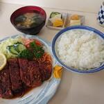 キッチン大和 - 料理写真:特製トンカツ (950円・税込)・ライス別