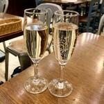 TOKYO Mar Mare - マンズワイン 酵母の泡(580円)