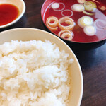 第7ギョーザの店 - ご飯(中)とスープ 300円