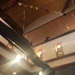 カフェ箱庭 - 二階もあります!