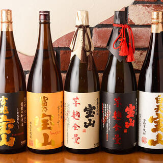 店主こだわり厳選の日本酒・焼酎を豊富に取り揃えております。