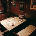アートレストラン キリストン バー - テーブル席