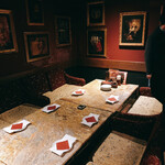 アートレストラン キリストン バー - 大人数の席もありました