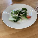 ピザハウス ツクルヨ - 『日替わりランチ 生のほうれん草のサラダ』