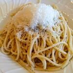 ペペローニ - 料理写真:ペコリーノチーズと黒胡椒、オリーブオイルのパスタ