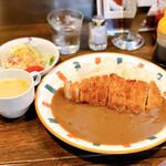 北斗サッポロ - カツカレー(サラダ・スープ付き)。