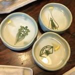 124656184 - 手洗い水(フィンガーボール?)の中には飾り切りした笹の葉が…