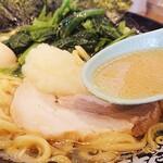 家系ラーメン 町田商店 - 普通、普通、多め(麺の固さ、濃さ、油)が私の定番
