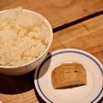 餃子とスパークリング バブルス - 波へいのオデン出汁で炊いたご飯