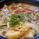 庄屋乃家 - 料理写真:庄屋ほうとう   大鍋で出てきてガス台でグツグツさせながら食べられるので、ほうとう本来のトロトロが味わえます♪