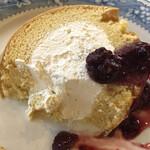 喫茶ランドリー - 米粉のロールケーキ アップ