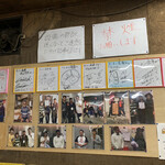 ラーメン倉庫 - サインがたくさんありました♡