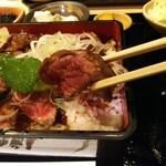 板前バル - 「ステーキ重定食」お肉アップ