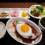 ワイン食堂 TAKEWAKA - TAKEWAKA特製煮込みハンバーグ全景