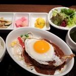 ワイン食堂 TAKEWAKA - TAKEWAKA特製煮込みハンバーグ 上空から