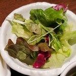 ワイン食堂 TAKEWAKA - サラダ