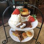 メゾン ド テディ - 料理写真:お茶会セット♪ 1.500円 (ケーキの形により+150円)