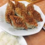 中央亭 - 餃子 8ケ  +  ライス大盛り   ¥1,100 クタクタで、ぷるんで、じゅわです。
