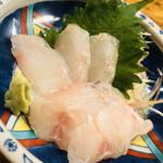 久鶴 - 一本釣りの甘鯛。まだ身が硬く、コリコリ食感。でも西の刺身はこうじゃないと