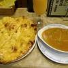 ドルーガ  - 料理写真:マトンと玉葱のカレー、ガーリックナン、マンゴーラッシー