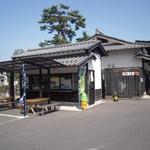 大手前遊覧そば - ここは松江城、堀川遊覧、松江歴史館、物産館等に通じる散策路沿いです。
