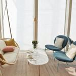 ル カフェ ヴィー - 500万円の椅子(左)