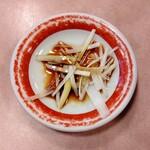 124707187 - お粥に添えられる醤油と葱
