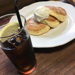 サンバーガー - ふわふわスフレパンケーキとコーラ