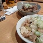 やきとり 上野文楽 - さっと出る煮込みとガツポンで開始