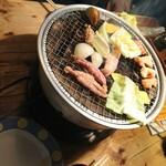 焼肉居酒屋 くまみちゃん  - 料理写真:セセリ、野菜ほか