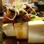 和民 - 豆腐にキムチと食べるラー油をのせて