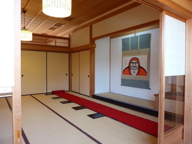 篩月 - 2012年4月赤い緋毛氈(ひもうせん)に座って、お食事します。達磨は、ハズセマセン。。。