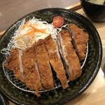 五穀 - 料理写真:2020/2/1 ランチで利用。 四元豚 ロースとんかつ定食(960円+税)
