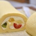 ふわっふわっ巻きたてロールケーキ - 定番商品 シルク果実