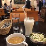 ゴルカパレス - スープ ラッシー サラダ