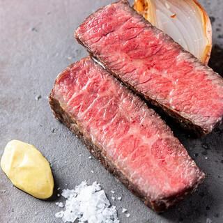黒毛和牛、自然熟成豚など…産地にこだわった3種のお肉料理