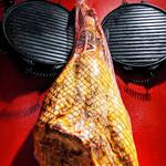 バスクバル・チャコリ - スペインの市場ではこんな感じでつるされていますね♪